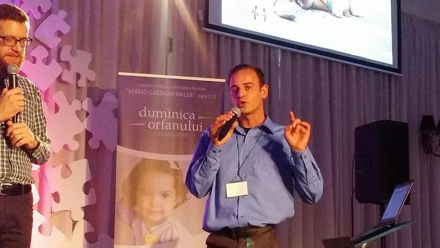 Izidor speaking at ARFO in Bucharest